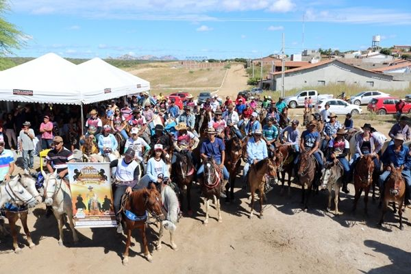 4ª Grande Cavalgada reúne multidão em Santa Terezinha