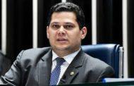 Alcolumbre diz que senadores contra decreto de armas são ameaçados